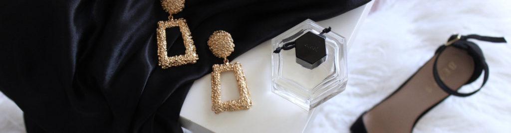Tenue de soirée luxueuse pour femme : chaussure à talon, boucle d'oreille robe et parfum
