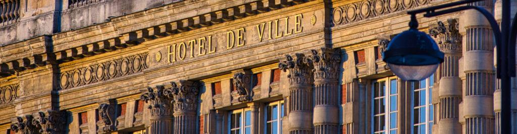 Façade d'hôtel de ville classique